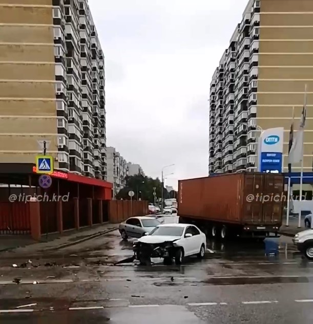 В Краснодаре три девушки погибли в массовом ДТП на ул. Уральской