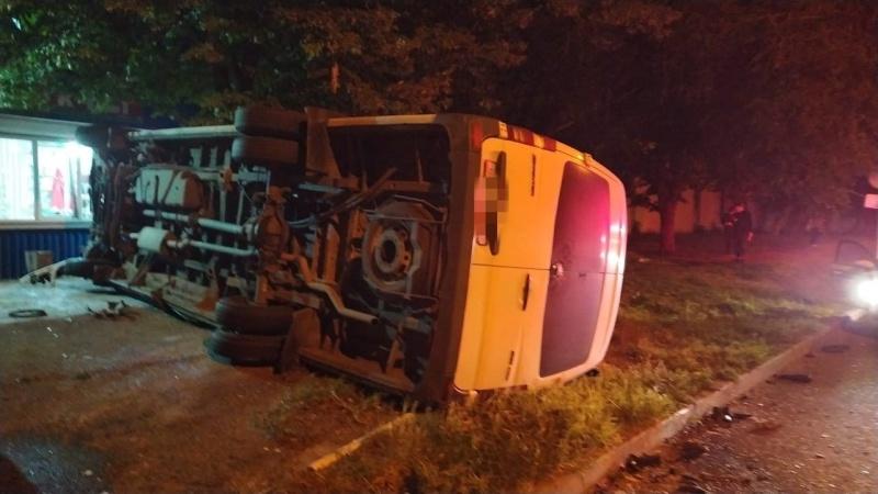 В Ставропольском крае перевернулся автобус, ехавший из Краснодара