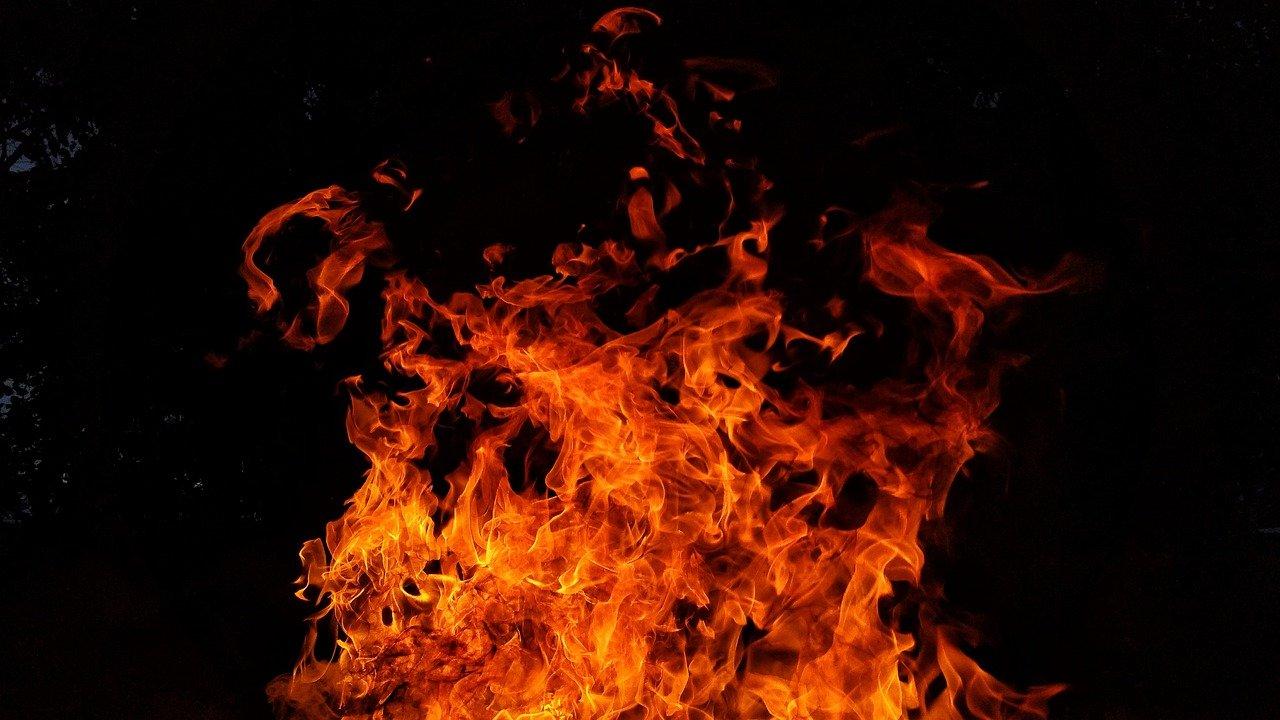 В Краснодаре при пожаре в пятиэтажке пострадал человек