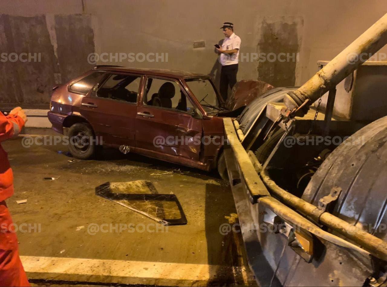 На трассе Адлер-Красная Поляна произошло массовое ДТП, шесть человек пострадали