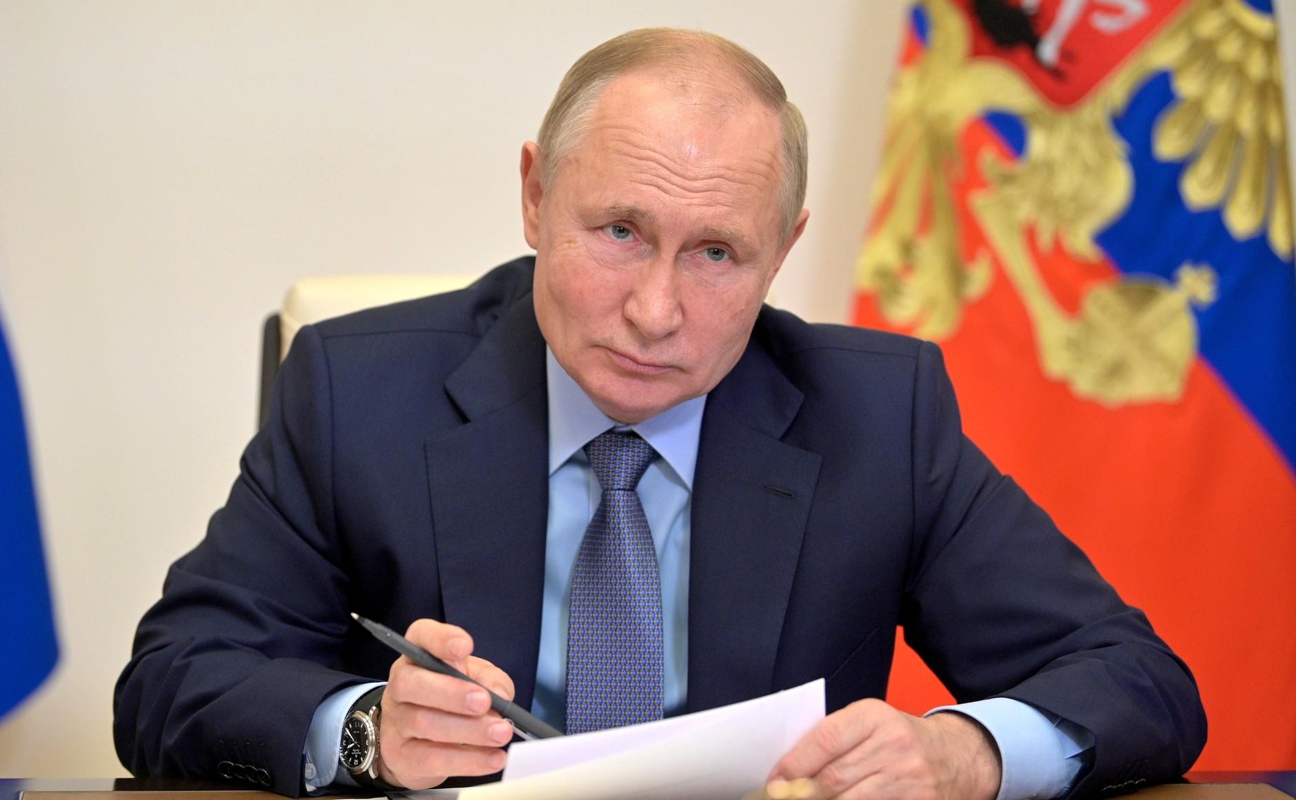 В России с 30 октября по 7 ноября объявлены нерабочими днями